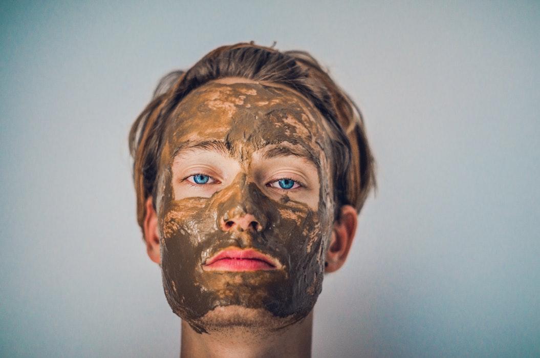 Skóra jest całkowicie sucha i spieczona? Potrzebujesz maskido skóry twarzy, a także anty-zmarszczkowej